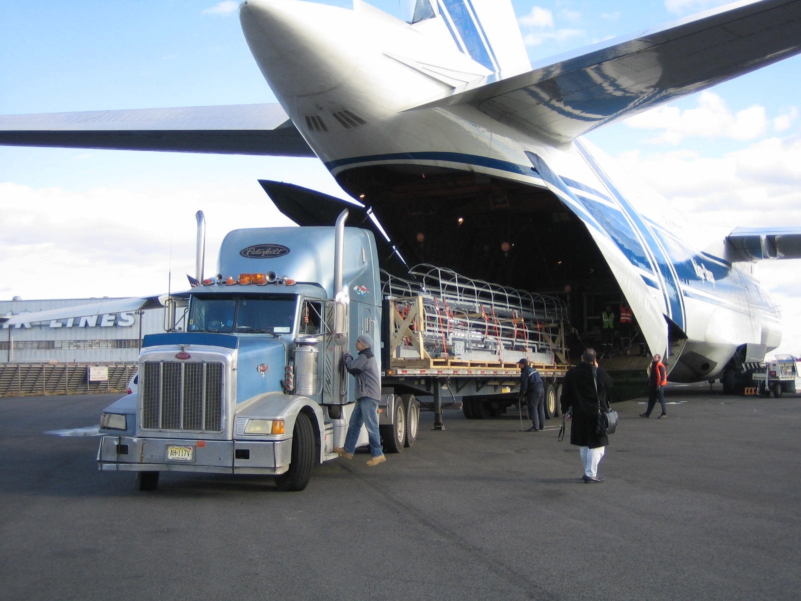 inbound logistics airline Inbound logistics is an integral element of business operations for a manufacturing firm, involving the processes of receiving, storing and distributing raw materials for use in production.